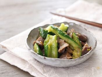 甘辛味がご飯に合う、きゅうりと砂肝の炒め物。きゅうりは事前に下味をつけておくのがポイントです♪砂肝も、薄くスライスすれば下処理しなくても十分食べやすく仕上がります!