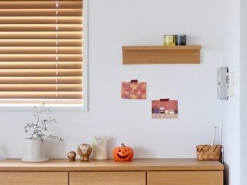 季節に合わせたデザインのものを飾れば、手軽な模様替えや気分転換にも♪こちらはハロウィンに合わせて、やかぼちゃの柄やオレンジ系の色味のものをチョイスしています。