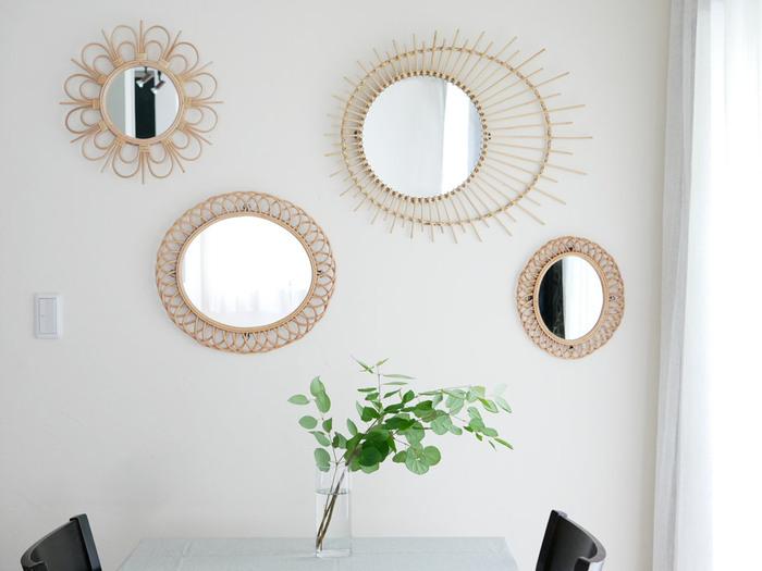 「rotta ラタンミラー」は、天然素材ならではのナチュラルな風合いが魅力です。お花や花びらなど全3タイプ。壁に飾ったり、デスクに立て掛けても使えますよ。ナチュラルテイストやボーホースタイルのお部屋におすすめです。