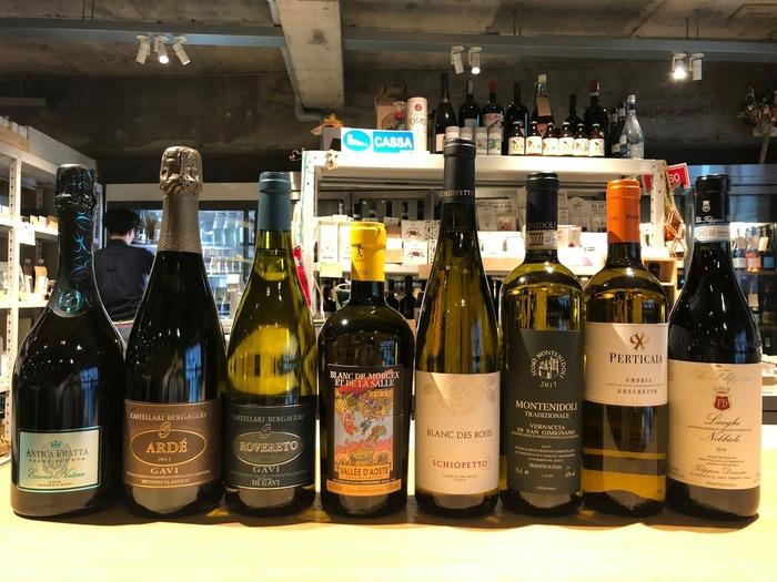 お料理に合うワインは、なんと150種類以上が用意されています!スタッフの方と相談しながら選ぶのもまた楽しい時間です。