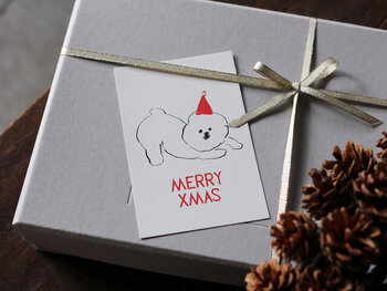 ギフトボックスにそっと添えても可愛いです。小さな箱なら、ポストカードを上から貼ってそのまま箱のフタのデザインにしてみても。