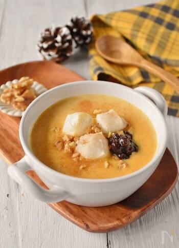 かぼちゃを使った色鮮やかなおしるこ。餅の他にも、粒あんやクルミを加えて食感も楽しく仕上げましょう。シナモンが香る和と洋が融合した新鮮な美味しさです。