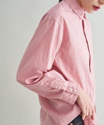 着こなしを華やかに。大人だから取り入れたい「赤」「ピンク」の着こなし術