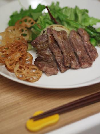 柚子胡椒は牛肉、豚肉、鶏肉と何でも合います!ワサビの代わりにステーキに添えたり、柚子胡椒をプラスしたタレに絡めて焼いたりするとgood。