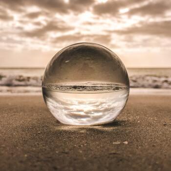 「価値観」は、今までの自分の経験の積み重ねにより形作られます。物事に対する自分なりの価値を考え、決断するためのいわば判断基準のことです。自分がなにを大切にして物事を判断しているのか、物事の優先順位など、どんなことに価値を見出しているかで自分の価値観を知ることが出来ます。