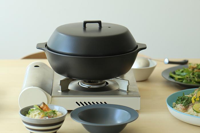 寒い時期に食べたくなるお鍋。いつも同じ味付けでマンネリ気味...という時は、柚子胡椒をプラスしてみましょう!お肉や野菜、キノコ、豆腐など、色々な具材と相性抜群です。