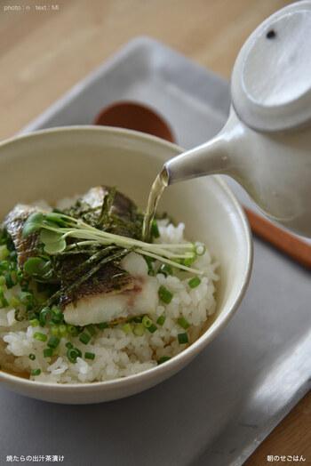 サラサラッと食べられるお茶漬けは、薬味で味ががらっと変わります。柚子胡椒を加えると、出汁の旨味と柚子の香りが合わさって、大人な味わいに。食欲のない時でも食べられそう。