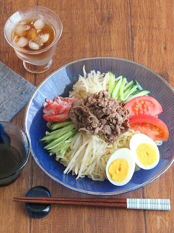 ランチに食べたい具だくさん冷麺。 これ一皿でお腹も満足、栄養面もばっちりです。