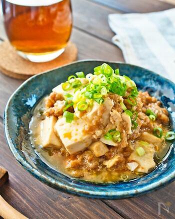 豆板醤の代わりに味噌とラー油、焼肉のタレで麻婆豆腐を作ってみたら、コクがあってまろやかな辛さの一品に。