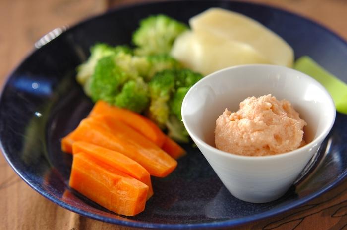マスカルポーネと明太子は相性抜群!うまみたっぷりで野菜がもりもり食べられそうですね。色もきれいでテーブルが明るくなります。