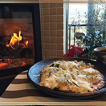 マスカルポーネチーズに、柚子やしらすを合わせた、さっぱり味のピザ。和の素材にもマスカルポーネはよくなじみます。