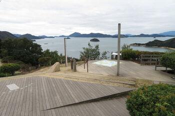 島中央にある展望台は高台にあり、周辺の島々をぐるりと眺めることができます。