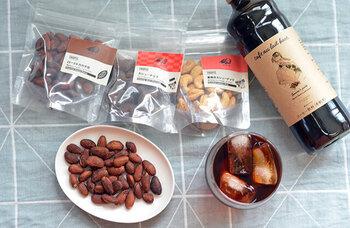 食感と香ばしさを楽しみたいときは、アーモンドやマカダミアなどのナッツ類がぴったり。種類によって風味が異なるので、お気に入りのチョコレートドリンクとのマリアージュを楽しんでみましょう。