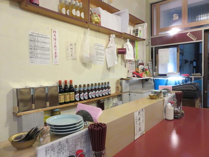 中国や台湾に来たかのような食堂風の店内。女性客が一人でも入りやすい雰囲気です◎