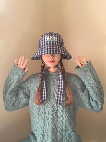 きっちり目の三つ編みはレトロで可愛らしい印象になります。クラシックな装いにも合いますね。