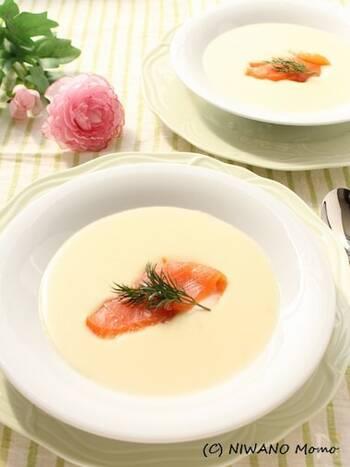 同じスープでも、スモークサーモンを添えるじゃがいものポタージュは、とっても上品な仕上がりに。ボリュームあるメインがあるお食事の時には、こちらのスープがおすすめです。朝ごはんにも◎。