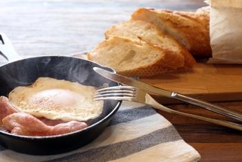 おしゃれなカフェ風に!おすすめスキレット&基本の使い方・活用レシピ