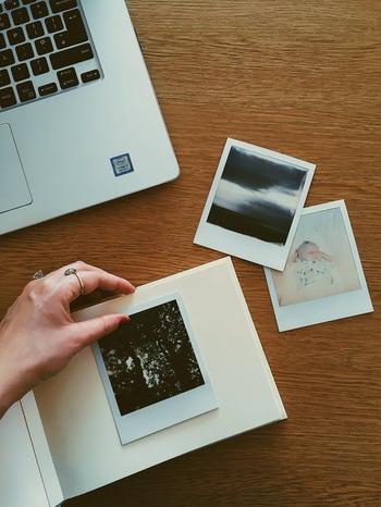 デジタルは苦手という方は、印刷してフォトアルバム作りをしても。子供たちも見やすくなることで、絵本のようにめくって楽しんでくれますよ。