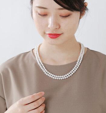 2重にしてショートタイプのネックレスとして使う場合は、バックスタイルにパーツを持ってきて留め具としても使用できます。