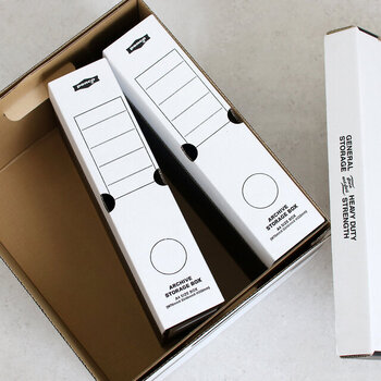 大きなサイズのアーカイブボックスは、ファイルボックスが4つ収納できるサイズ。一緒に使っても別々に使っても、おしゃれな隠す収納に役立ちますね♪