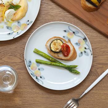 こちらは直径18.7cmのお皿です。使い勝手の良いサイズなので、朝昼晩とフル活用できること間違いなし!