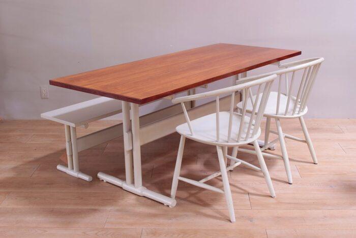 古くからデンマークの人々の生活に根付いていたFDBモブラー社のヴィンテージのダイニングテーブル。厚みのあるチーク材の天板は美しく、ヴィンテージでありながらコンディションは良好。長く大切に使われてきたものだからこそ、きっとこれからも末永く愛用したくなるはず。