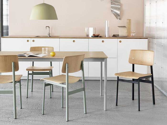 2006年にコペンハーゲンにてスタートされた家具ブランドMUUTO(ムート)のスタンダードなデザインのテーブル。高い耐久性を兼ね備えているのでダイニングテーブルにはぴったり。ライフスタイルが変わっても末永く愛用できるダイニングテーブルです。