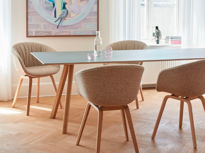 そろそろ模様替えしてみては?空間に映えるシンプルモダンなダイニングテーブル