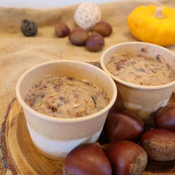 蓋を開けると、粒々の栗クリームが登場。栗の味を活かすように、あえて甘さ控えめにしているそう。自分へのご褒美や大人同士のリラックスタイムに食べたいアイスですね。