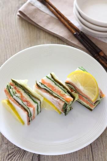 冬野菜の定番白菜をメインに、昆布やスモークサーモンをミルフィーユ状に重ねた漬物。見た目も華やかでおもてなしレシピとしても素敵です。数日間は日持ちするのでたくさん作り置きしちゃいましょう。