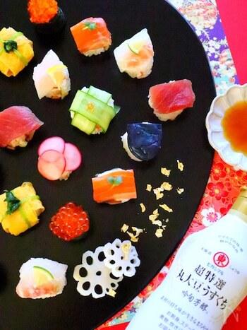 具材を後乗せして作るちらし巻き寿司は、てまり寿司よりも簡単に作ることができます。お子さんと一緒に作っても楽しいので、お正月の準備から家族でワイワイするのもおすすめですよ。