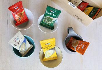 フリーズドライのスープはストックしておくと何かと便利ですよね。お湯を注ぐだけでOKなので、時間がない忙しい朝にも助かりますね。