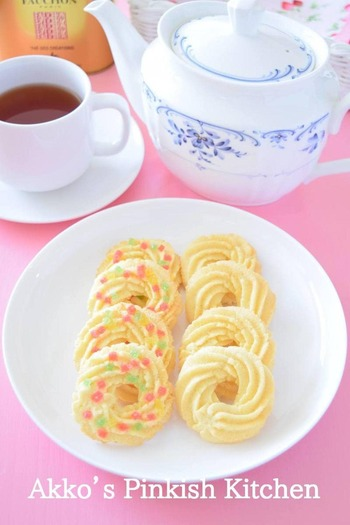 どこか懐かしい形の絞り出しクッキー。シンプルですが、きれいな形に絞り出すにはコツがいるので、何度か練習してみるといいかもしれません。コーヒーはさっくり軽い食感をじゃましない中浅煎りで。