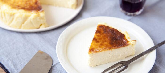 しっとりと濃厚でクリーミー、しかも焦げ目の香ばしさが決め手のバスクチーズケーキ。赤ワインに合わせるのがバスク流だそうですが、コーヒーにも合わないわけがないですよね。ケーキの焦げ目に負けない、焙煎感をしっかりと味わえる深煎りでどうぞ。