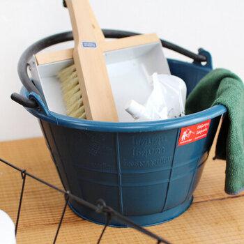 毎日のお掃除を効率的に、的確に行っていくスキルを身に着ける「お掃除スペシャリスト」。ハウスクリーニング協会の「クリンネスト」がまさにこのお掃除のスペシャリストとしての資格であるといえます。  1級、2級と階級がありますが、プロのお掃除スペシャリストを名乗れるのは1級取得者のみ。キッチン、トイレ、バスルーム、玄関など、それぞれの場所や汚れにぴったりのお掃除の仕方を学べます。