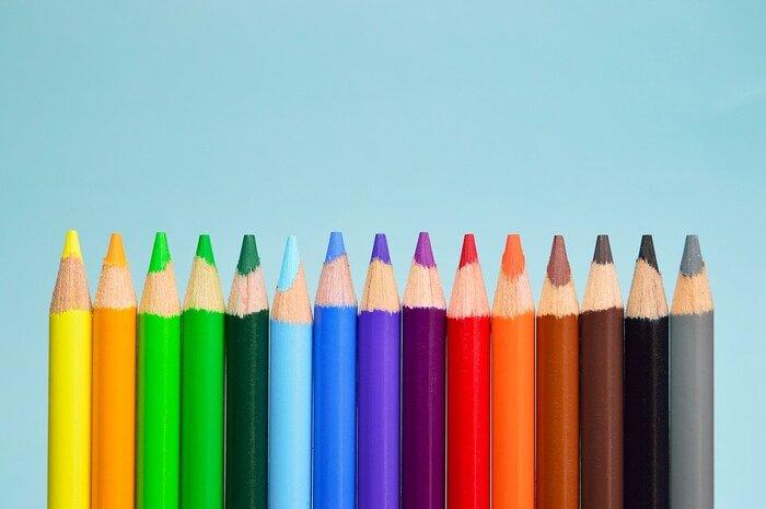 「カラーコーディネート」はさまざまな色の微妙な違いを見極め、効果的に色を使っていくためのスキルのこと。色は生活に密着して、私たちの心にまで作用するものです。色についての基本的な知識をゲットし、どんなときに、どんな色を配していくといいのか分かるようになると、目に映るあらゆるモノが配色を教えてくれる教材となっていきます。  ユーキャンの「カラーコーディネート」講座を受講することで、日本カラリスト協会が主催する、パーソナルカラリスト検定2級、3級も目指すことができます。
