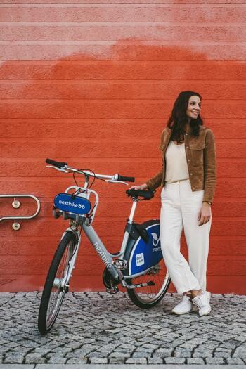 お手ごろな価格で自転車を買うことができたり、最近ではシェアサイクルも街のいたるところに普及していたりと、より身近に利用できるようになりました。運動不足解消も兼ねて、この機会にぜひサイクリングにトライしてみませんか?