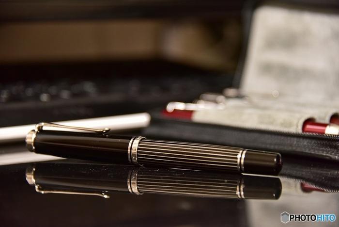 ペリカンの万年筆と言えばスーベレーンです。万年筆ファンの間でも、書き心地の良さは好評。初めて本格的な万年筆を持つという方におすすめのモデルです。ペン先の太さやカラーバリエーションも豊富なので、2本目、3本目としていかがでしょうか。プレゼントにもぴったりですよ。