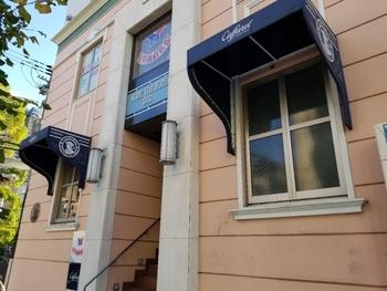 イタリアのチョコレート店「カファレル」が日本でお店を出したのが神戸。外観も異人館が多く残る北野になじんでいます。