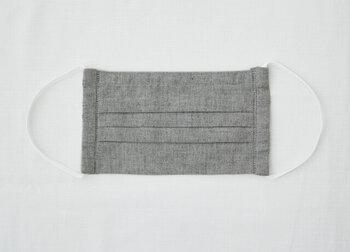 """通気性の良い""""ビワコットン""""のマスクもオススメ。琵琶湖西岸の町・高島で生まれた「高島ちぢみ」という織り物を使って出来ました。"""