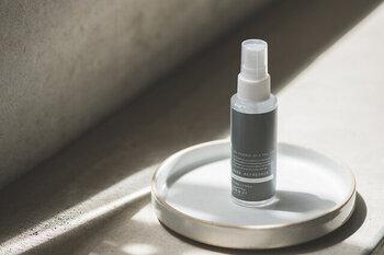 コロナ禍で必須アイテムとなった除菌スプレー。手を洗えない時でもシュッとひと吹きすれば、清潔に保つことができます。こちらの商品は、ティーツリーの香りで気持ちも爽やかになります*