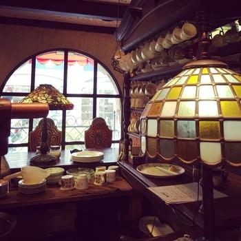 心斎橋筋を北に抜けた場所にある純喫茶は、一見普通の外観とはギャップのある素敵な店内。ミナミの喧騒から少し離れて、のんびりとした時間を過ごせそうです。