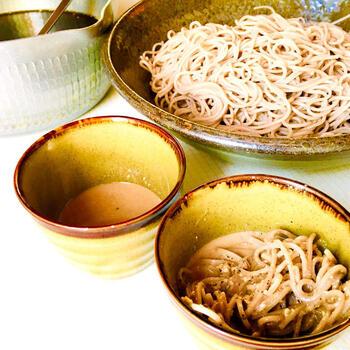 信州や埼玉・秩父の名産、くるみ蕎麦をご家庭で楽しんでみませんか? こちらは麺つゆベースで作るくるみ蕎麦だれのレシピです。少しわさびを入れてもGOOD!そうめんのつけだれにもいいですね。
