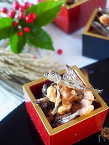 おせち料理の定番、田作りは、ローストしたくるみを入れて風味豊かに。おつまみにもぴったりな、箸が止まらなくなる美味しさです。