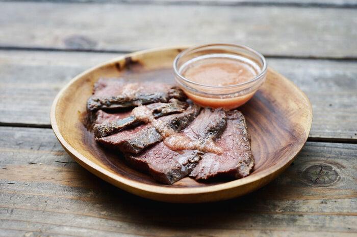 ローストポークのようにグリルしたお肉や蒸し鶏にかければ、お肉の旨みと生姜の爽やかさがマッチして、お店のような本格的な味わいに。シンプルな肉料理がワンランクアップします。