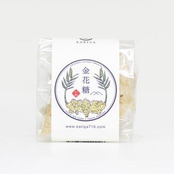 生姜金花糖は、三温糖と水飴、生姜だけのシンプルな飴です。まろやかな甘みと生姜の辛みが特徴で、喉がイガイガしているときにも良さそうですね。