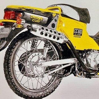 バイクのディテールが緻密に描かれています。光沢の表現で素材の硬さなども画面から伝わってきますね。 無骨なモチーフですが色鉛筆の風合いによって、どこかレトロな趣も感じられて味があります。