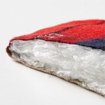 冷えが気になる部分に当てれば、シルクと起毛した綿生地が体温とあたたかな空気を抱え込むので、ほんのり温かく感じられます。