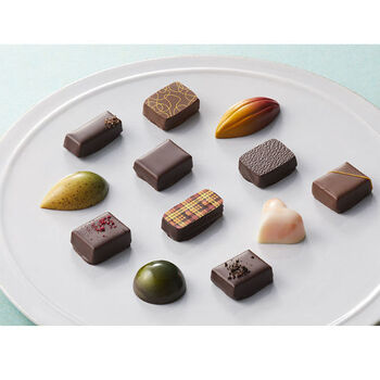 世界各国の様々なチョコレートを取り揃えているチョコレート専門店「CHOCOLATE BRANCH (チョコレートブランチ)」で人気の「ボンボンショコラ」。上質な素材を最大限に活かし、幾通りもの組み合わせから厳選した素材を丁寧に重ね合わせて作られた見た目も味も抜群のチョコレート。