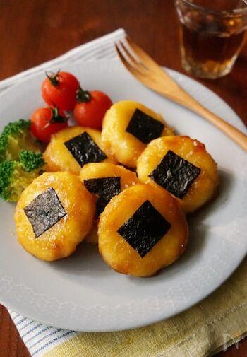 マッシュしたじゃがいもで作る芋もち。中にチーズを入れて焼くことで、美味しさアップ!甘じょっぱいたれとの相性も抜群です。子供から大人まで好まれる味わいですよ。
